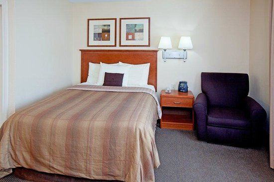 Candlewood Suites Louisville Airport : Single Bed Guest Room