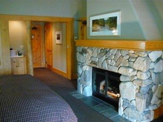 Mazama, WA: Luxury Room Fireplace