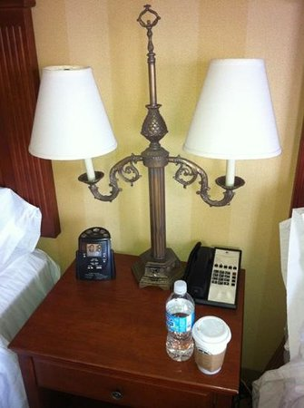 DoubleTree Fallsview Resort & Spa by Hilton - Niagara Falls: Bedside Table