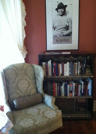 Magnolia House Inn: Zora's Reading Nook
