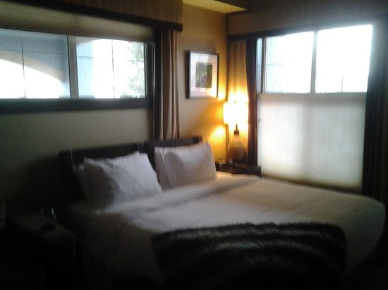 Silver Creek Lodge: king sized bed