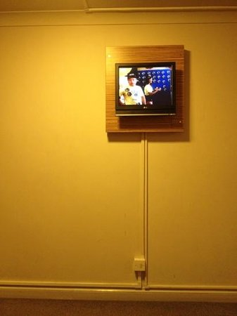 Travelodge Reading Oxford Road: small old tv !!!