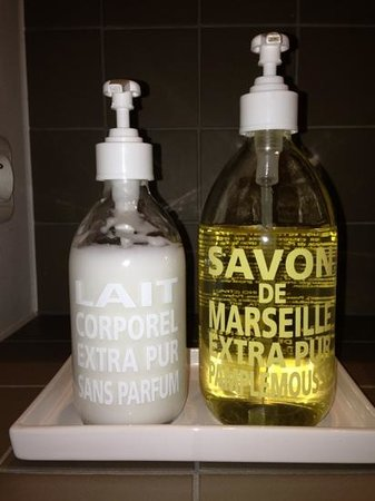 St Jacobs B & B: bathroom items