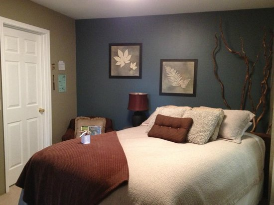 Westport Bayside Bed &amp; Breakfast: newly painted Serenity