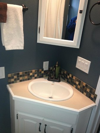 Westport Bayside Bed &amp; Breakfast: new vanity in Serenity