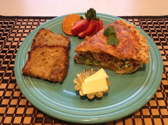 Westport Bayside Bed &amp; Breakfast: Vegetable Quiche with homemade Carrot Bread