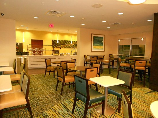 SpringHill Suites Orlando Convention Center: salão de café da manhã