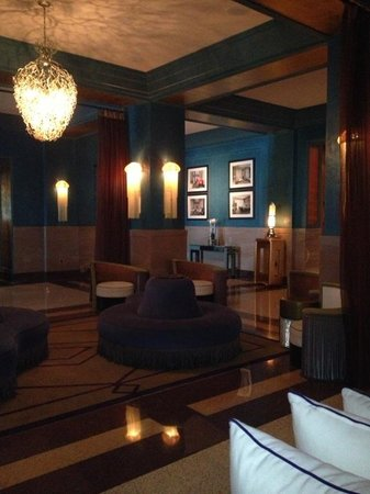 Hotel Victor: Hotel lobby
