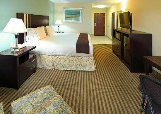 Carthage, TX: King Bed Guest Room