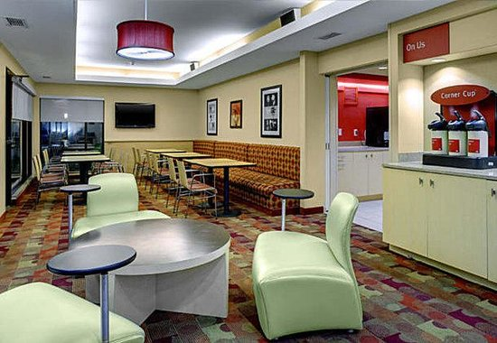 TownePlace Suites Shreveport/Bossier City: Breakfast Area