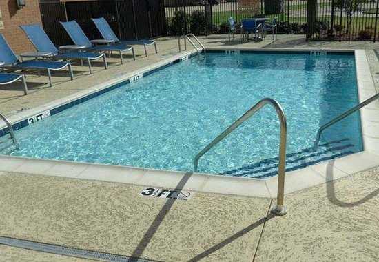TownePlace Suites Shreveport/Bossier City: Outdoor Pool