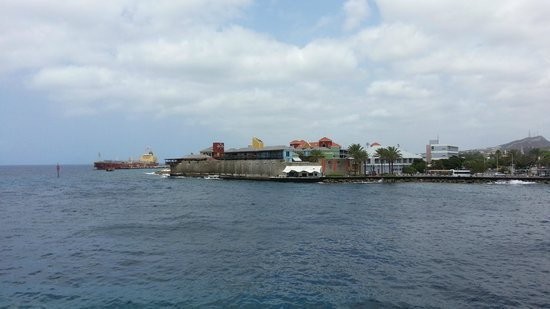 Plaza Hotel Curacao: View to another side of canal from the disco-bar