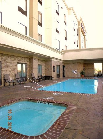 Hampton Inn &amp; Suites Dallas/Cockrell Hill I-30: Hot Tub