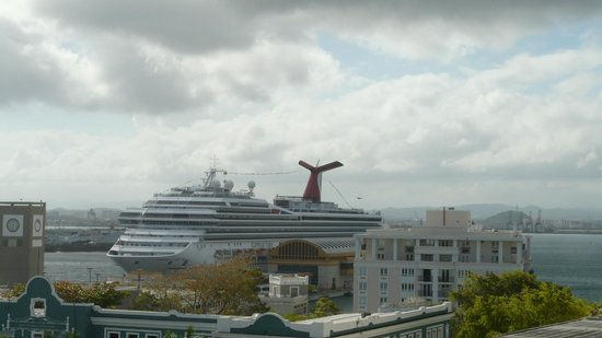Posada San Francisco Old San Juan: cruise ship terminals view from the balcony