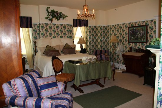 Churchill Manor Bed and Breakfast: Atlas Peak room
