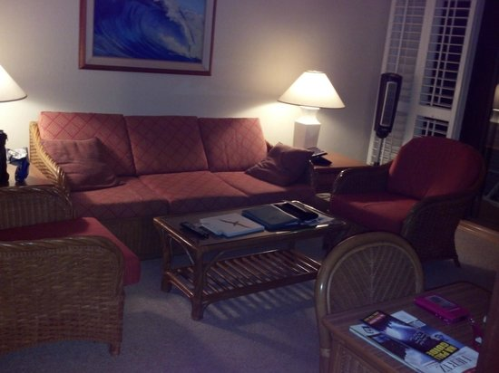 Outrigger Kiahuna Plantation: living area- sleeper sofa