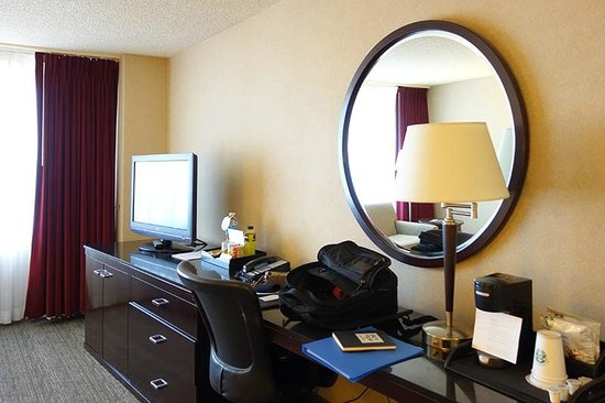 The Westin Los Angeles Airport: spacious room (but a bit room lights)