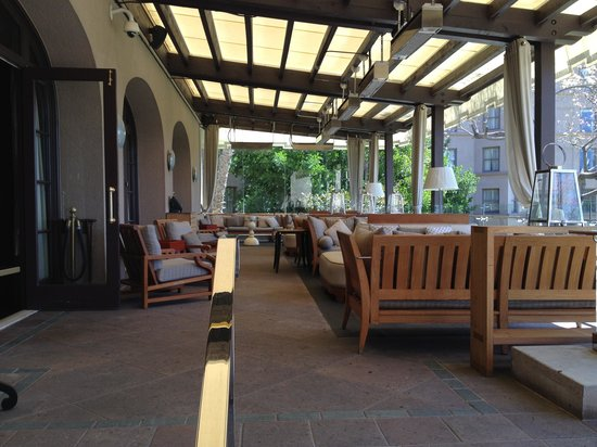 The Langham Huntington, Pasadena, Los Angeles: bar outdoor seating