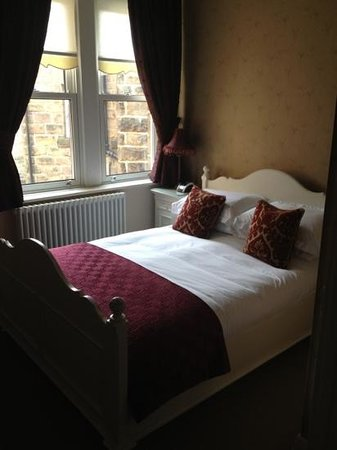 Shelbourne House: spotless and comfortable room