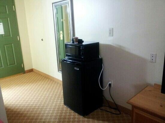 Macedonia, OH: Mini fridge &amp; microwave