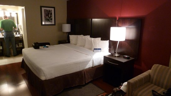 BEST WESTERN Inn &amp; Suites of Sun City: Updated Room