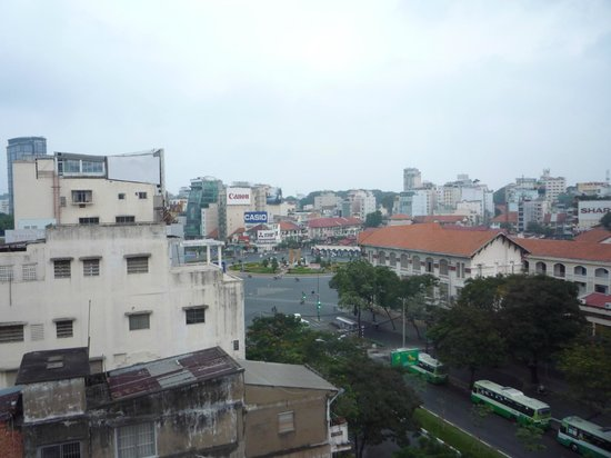 Hotel Que Huong Liberty 2: the round about where the Ben Thanh Market