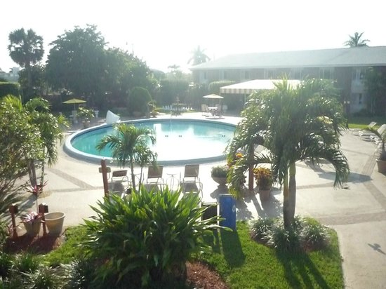 BEST WESTERN Palm Beach Lakes: view from the 2nd floor