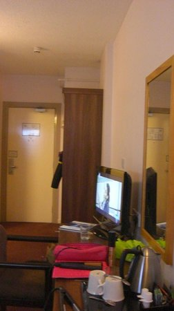 Jurys Inn Belfast: room1