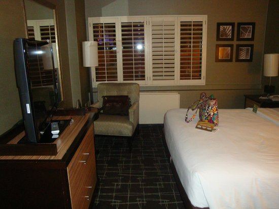 Fremont Hotel and Casino: Room.