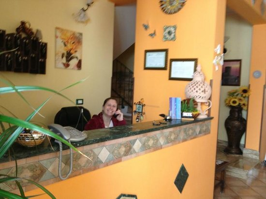 Sun Garden Hotel: The owner at the reception desk