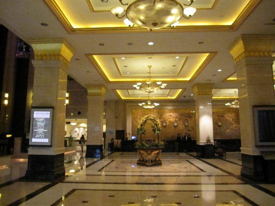 Foyer And Entrance Of The Windsor Hotel : Entrance hall