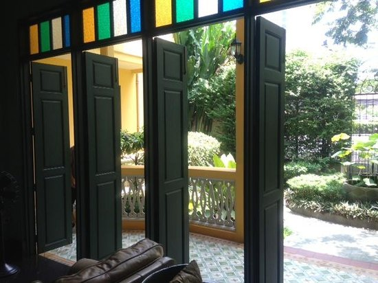 Baan Pra Nond Bed & Breakfast: looking out the doors