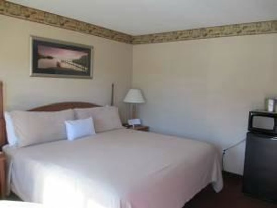 Flagship Inn : King Deluxe Room
