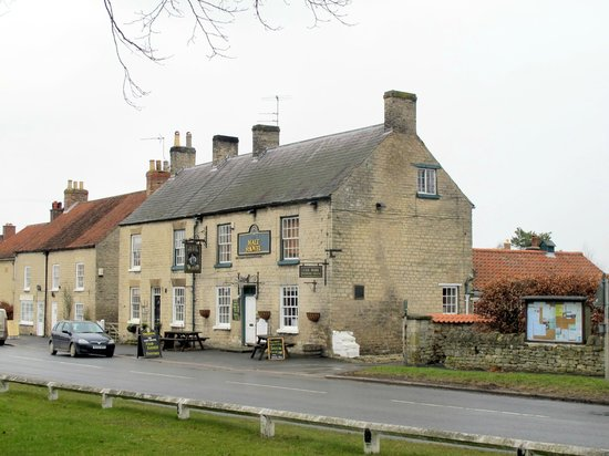 Hovingham, UK: Malt Shovel Exterior