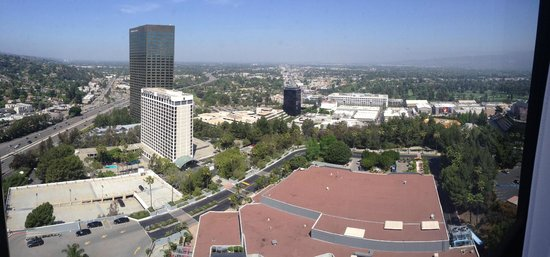 Hilton Los Angeles / Universal City: View from our room - 21st floor.