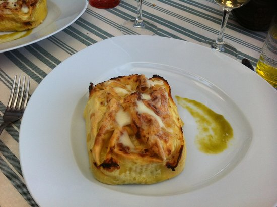 Paciano, Italien: Lasagnetta chiusa with asparagus and saffron. It was absolutely delicious!