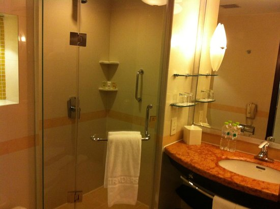 Traders Fudu Hotel Changzhou: classic bathroom