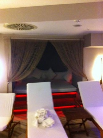 Yasmak Sultan Hotel : hot bed in the spa area