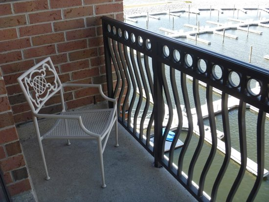 Shoreline Inn & Conference Center: balcony