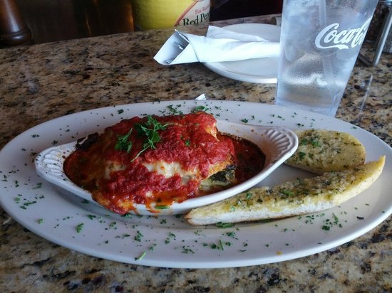 Roasted Garlic Chicken Lasagna - Picture of Oregano's Pizza Bistro ...