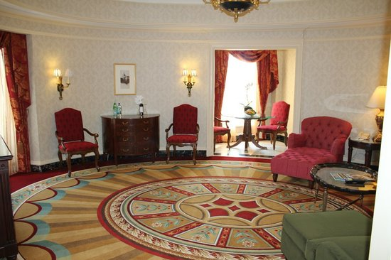 Willard InterContinental Washington: living room and sitting room #310