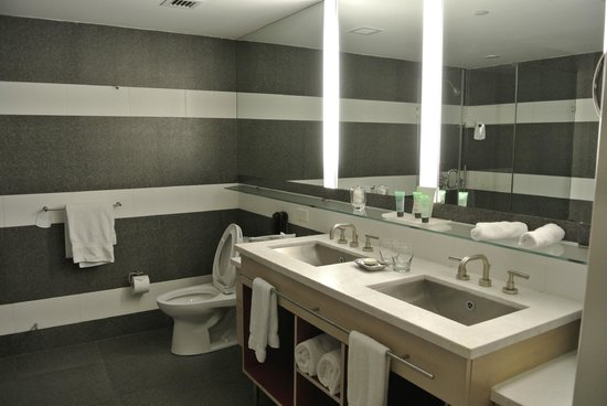The Perry, South Beach: bathroom
