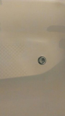 Hilton Belfast: brown hard water stains in bath ! not good enough Hilton