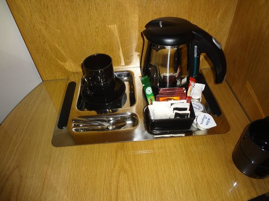 Newtownmountkennedy, Ireland: tea, milk, coffee in bedroom