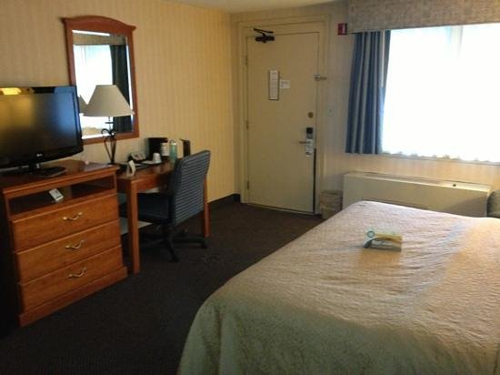 Quality Inn: improved room