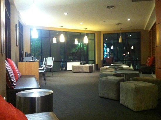 Travelodge Sydney: lobby