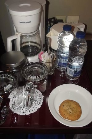 Mercer Hall Inn: Complimentary coffee, water and cookies