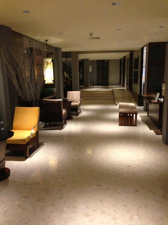 Triple Two Silom: Lobby Area