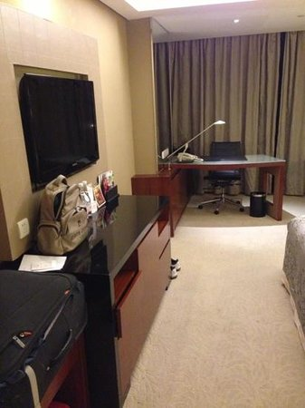 Crowne Plaza Grand Canal: room in 23rd floor