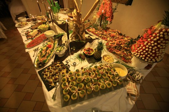 Sainte-Lucie-de-Porto-Vecchio, France : Buffet 
